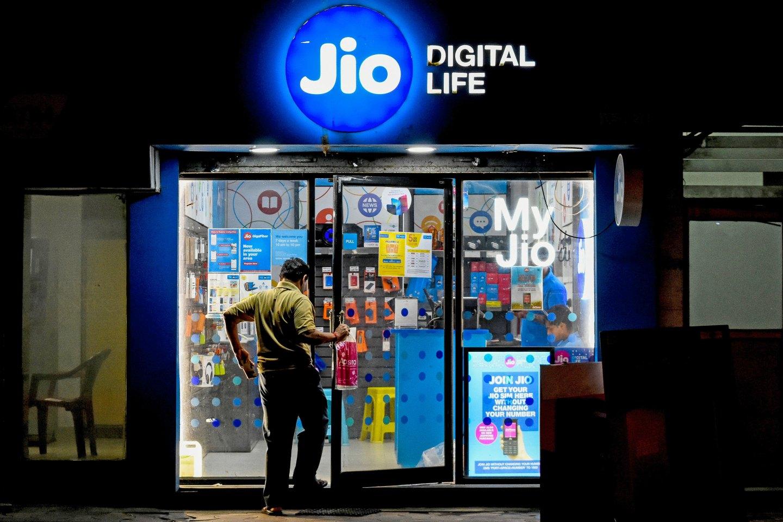 Jio đã hỗ trợ hàng chục nghìn cửa hàng bán lẻ truyền thống tại Ấn Độ.jpg