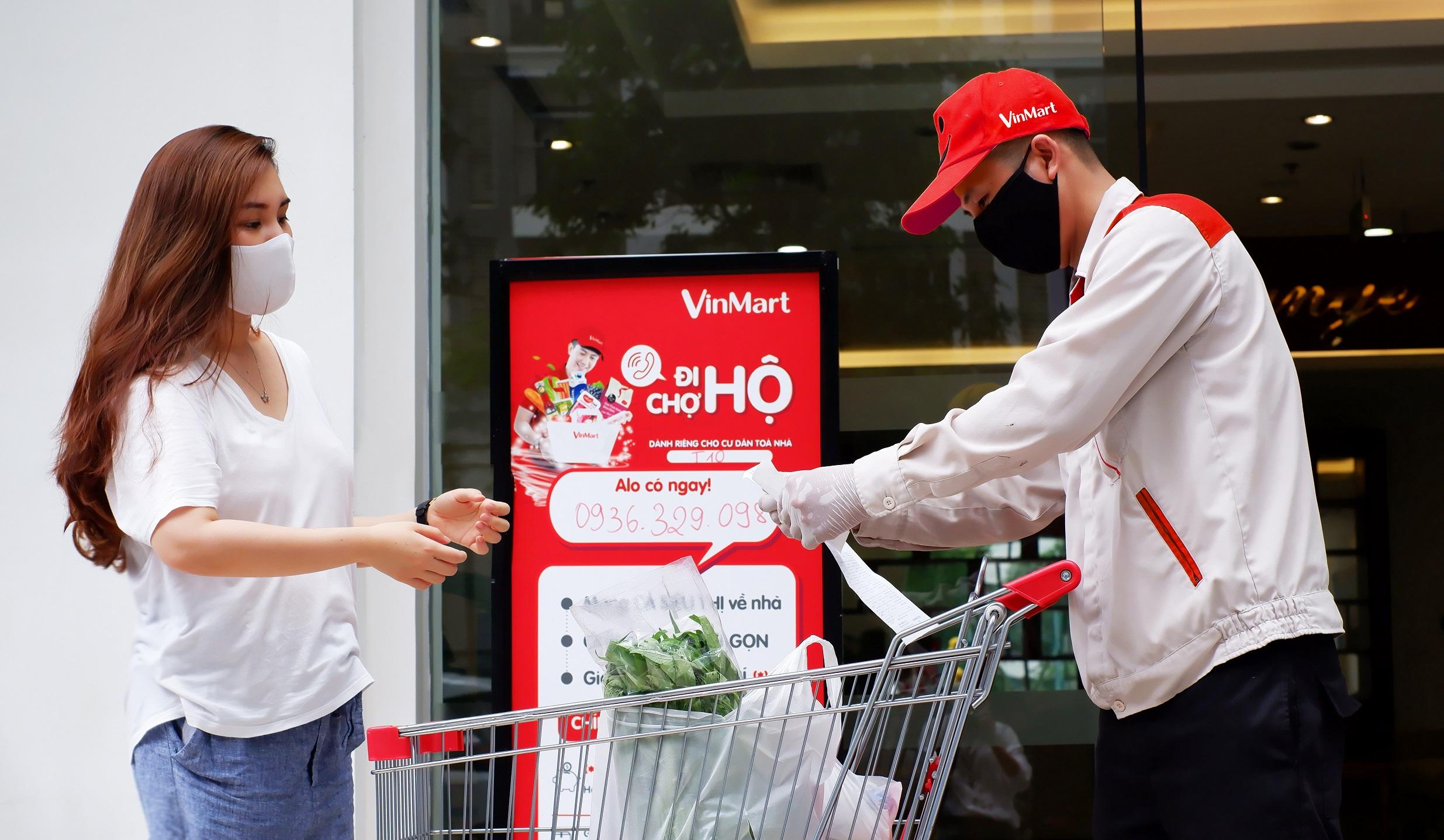 Đặt hàng online và dịch vụ đi chợ hộ của VinMart tăng trưởng mạnh mẽ trong thời gian vừa qua.JPG