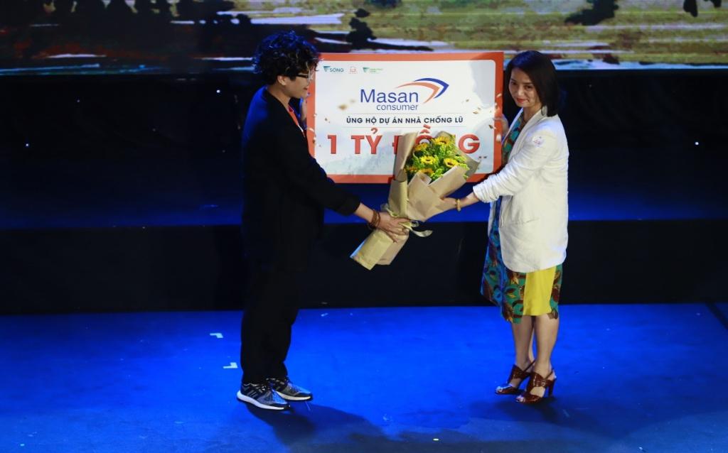 Ảnh 4_ Tập đoàn Masan ủng hộ 1 tỷ đồng cho chương trình Nhà Chống Lũ góp phần xây dựng nhà an toàn cho bà con vùng lũ.jpg